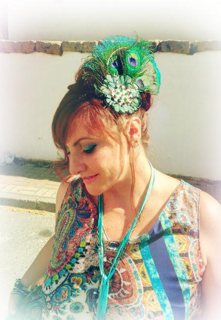 peineta plumas de pavo real