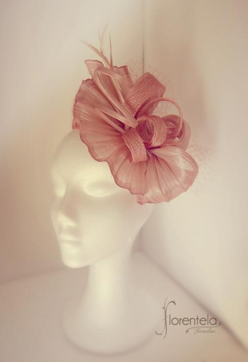 tocado-sinamay-seda-rosa