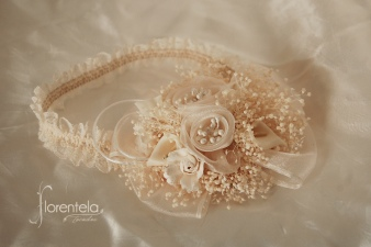 diadema bautizo con florecitas y paniculata