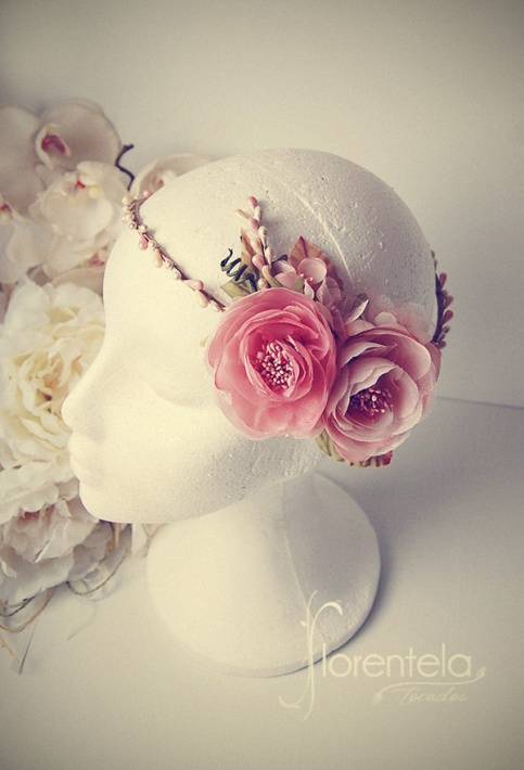 corona-novia-pistilos-flores-invitada