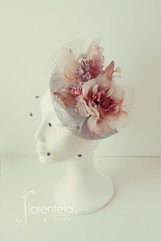 tocado-ala-pequena-flores-terciopelo