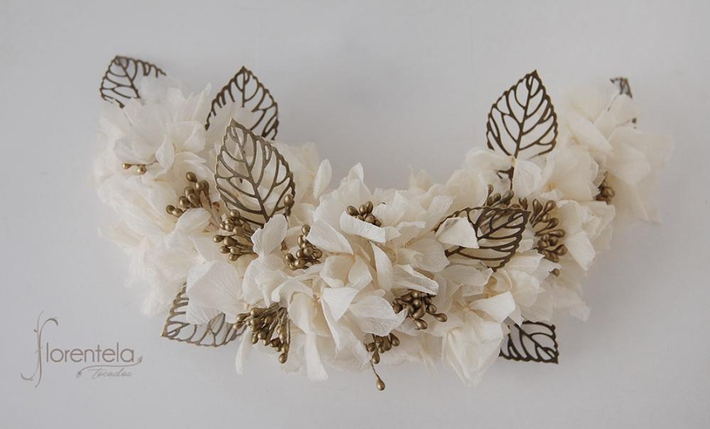 tocado-hortensia-preservada-hojas-laton