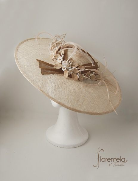 pamela-adorno-porcelana-nude1