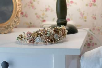 tocado-novia_porcelana-flores_preervadas-cristales