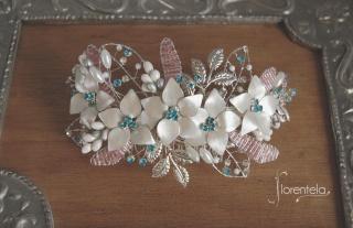 tocado-valeria-flores-esmaltadas-luznatural